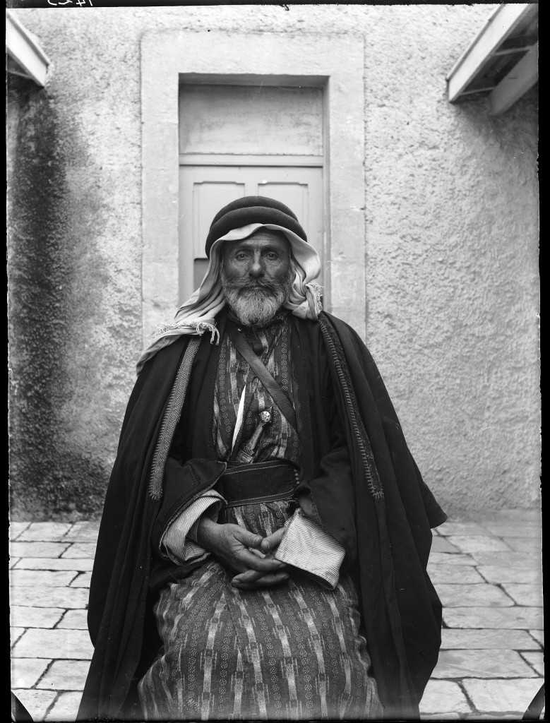 A Christian from the Azeizat clan from Madaba, Jerusalem 1905 (c) Ecole Biblique d'Archéologie Francaise